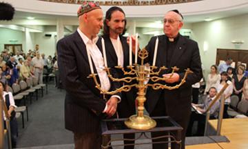 Il nuovo Pontefice e le luci di Hanukkah