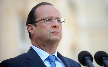 """Hollande: """"Non cediamo alla paura"""""""