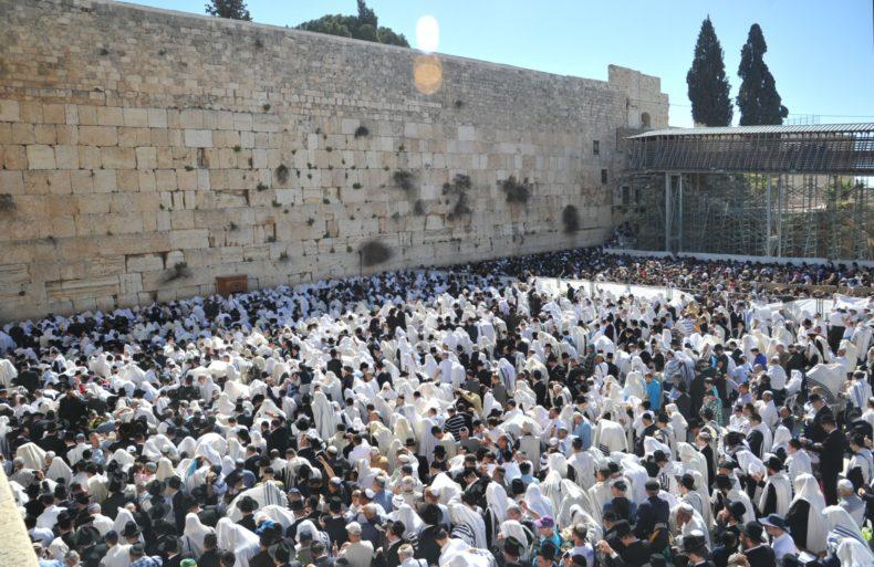 233K1-Jerusalem.-Kotel.-Pesach.-Cohenim-5925-