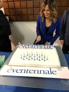 Presidente Karen Nahum taglia la torta (1)