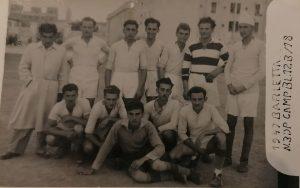 Barletta, 1947. Saul Dreier (quarto in piedi da sinistra) in una squadra di calcio dei profughi ebrei ospitati alle Casermette