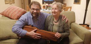 Bay City (Michigan, USA). Lotoro e Hanna Hillebrand con il violino di Auschwitz del marito Jon Stanislaw Hillebrand 3