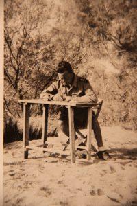 Campo di prigionia francese di Saida (Algeria), Berto Boccosi mentre compone